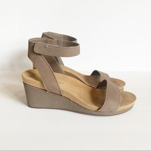 Lucky Brand Kanoa Wedge Taupe Ankle Strap Size 10